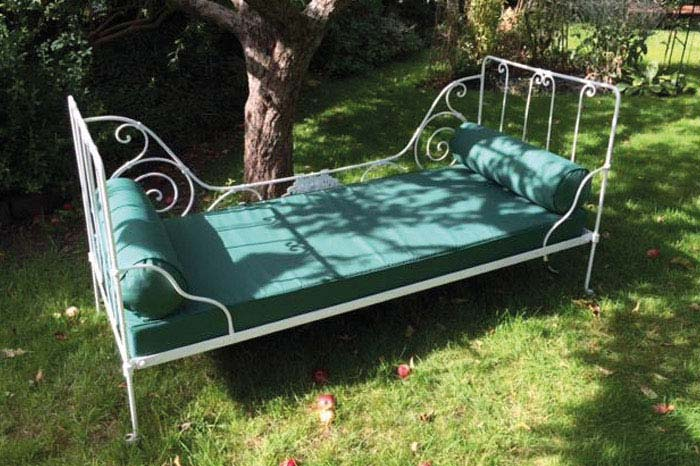 Bespoke outdoor cushions for garden chaise longue